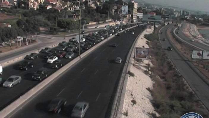 التحكم المروري: احتراق سيارة قرب اوتيل ميامي بجونيه والاضرار مادية