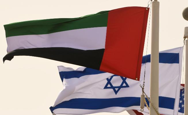 رئيس بلدية إيلات يُطالب بإلغاء اتفاقية نقل نفط الخليج مع الإمارات