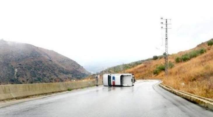 النشرة: تدهور آلية تابعة لقوى الأمن على طريق الخردلي دير ميمس والأضرار مادية