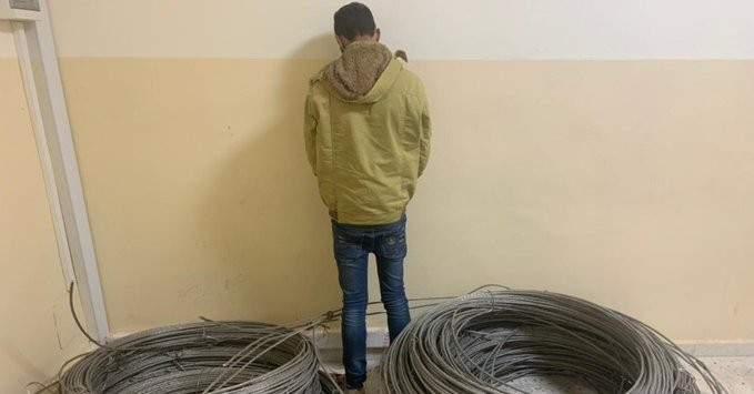 سارق أسلاك كهربائية عن الشبكة العامة في عدّة بلدات عكارية بقبضة شعبة المعلومات