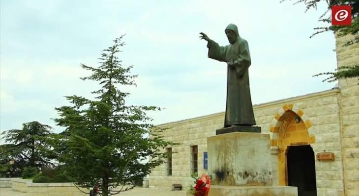 بدء مسيرة القربان المقدس في دير مار مارون عنايا