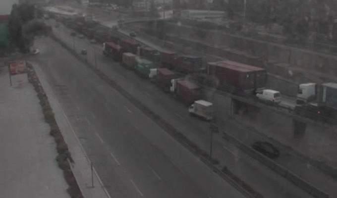 حركة كثيفة للشاحنات على مدخل سوق السمك -الكرنتينا