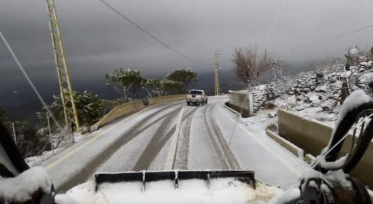 جرف الثلوج على طريق عام مرجحين الهرمل