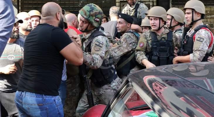 مصادر عسكرية للجمهورية: عون لم يطلب قمع المتظاهرين ولا حسابات رئاسية لدى قائد الجيش