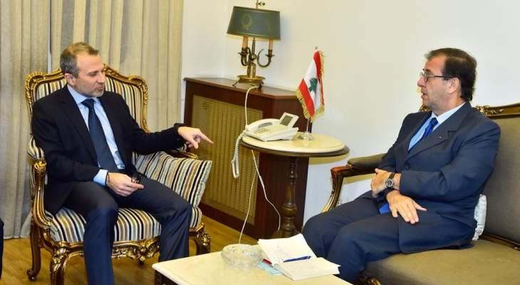 السفير الفرنسي التقى باسيل واكد له التزام بلاده باستقرار لبنان