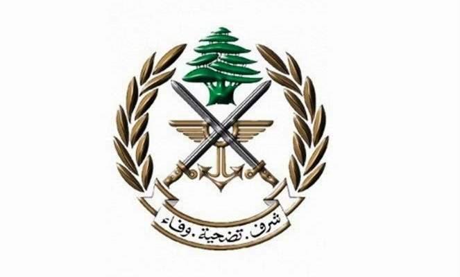 الجيش: توقيف شخصين في بعلبك لإقدامهما على خطف مواطن وضربه وسلبه سيارته بزحلة