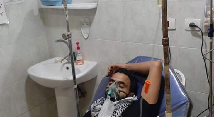 النشرة: نقل شاب مضرب عن الطعم منذ أيام في عين الحلوة إلى المستشفى