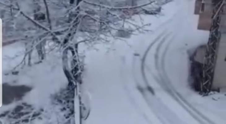 الثلوج قطعت طرقا جبلية في عكار وأضرار في البساتين والبيوت المحمية