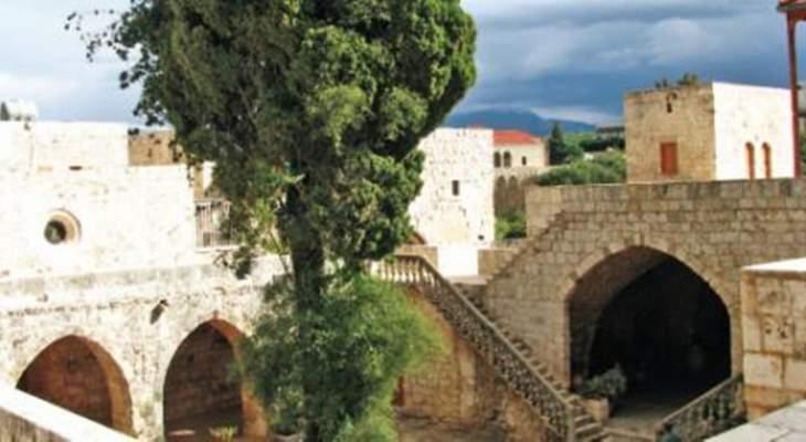 دير سيدة البلمند البطريركي: لا علاقة لنا بالنفايات التي ترمى في ارض الدير