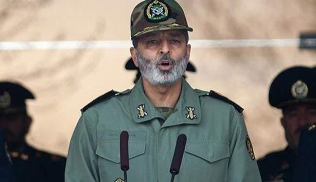 قائد الجيش الإيراني: عشرات الصواريخ ستنتج تكريما لكل شهيد