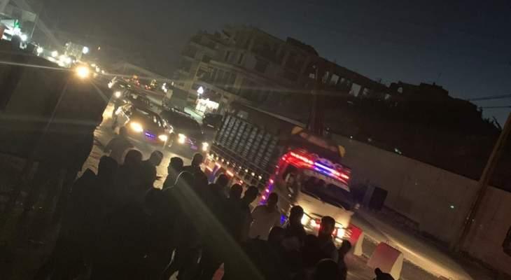 MTV: مناصرو الديمقراطي اللبناني قطعوا طريق جسر المديرج إحتجاجا على إخلاء سبيل مطلق النار بحادثة عين دارة