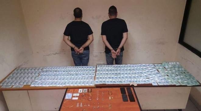 توقيف شخصين سرقا مجوهرات بـ150 ألف دولار من داخل منزل في عين عار واستعادة المسروقات