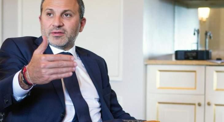 """مصادر مقرّبة من باسيل لـ """"الجديد"""": هو لم يطلب الذهاب لباريس والحريري استمرّ بالمماطلة حتى سقط المسعى الفرنسي"""