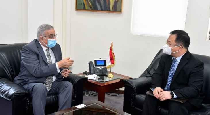 وزير الخارجية التقى السفير الصيني وشدد على اهمية تفعيل التعاون الثنائي