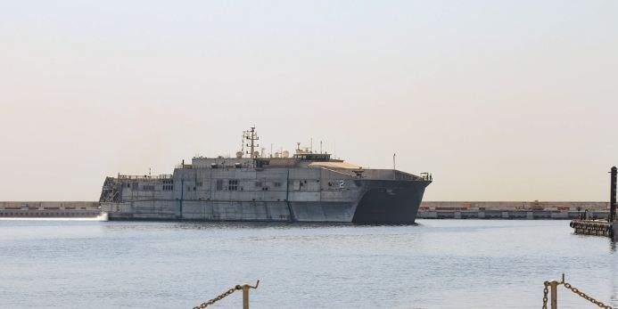البحرية الأميركية: سفينة USNS Choctaw County وصلت إلى لبنان لتعزيز الشراكة مع الجيش اللبناني