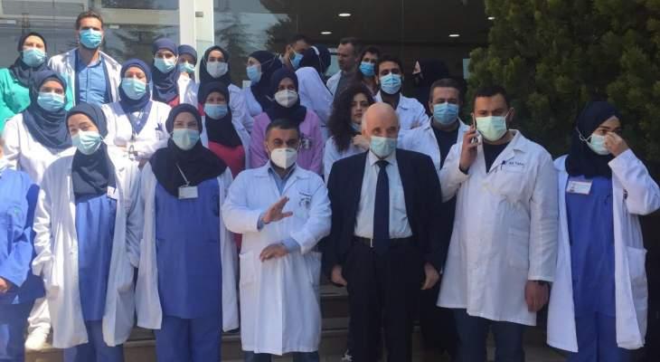 """وقفة في مستشفى دار الأمل ببعلبك تقديرا ووفاء للأطباء والممرضين شهداء """"كورونا"""""""