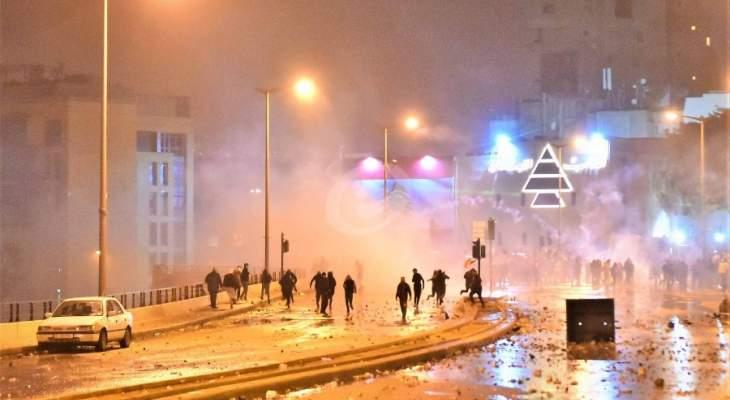 تصاعد التوتر في وسط بيروت وإصابة صحافيين برصاص مطاطي