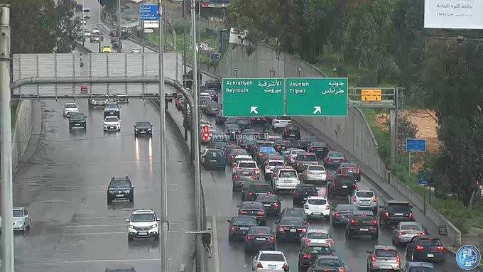 التحكم المروري: تصادم بين سيارتين على اوتوستراد الصياد باتجاه بيروت