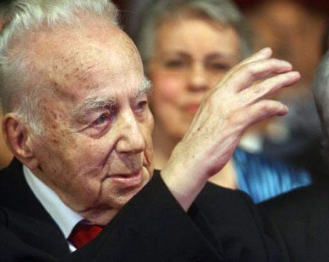 بدء مراسم جنازة الشاعر سعيد عقل في كنيسة مار جرجس بوسط بيروت