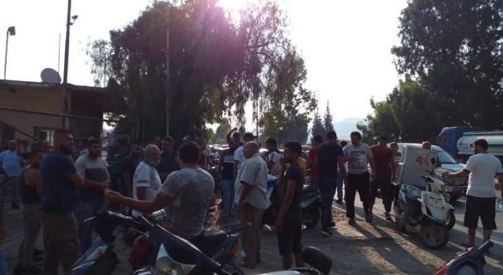 اعتصام أمام منشآت نفط طرابلس في البداوي