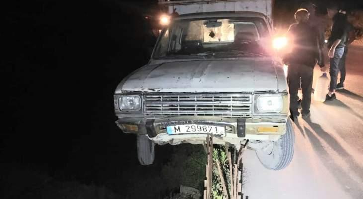 نجاة سائق إثر انحراف شاحنته على طريق بيت أيوب القموعة