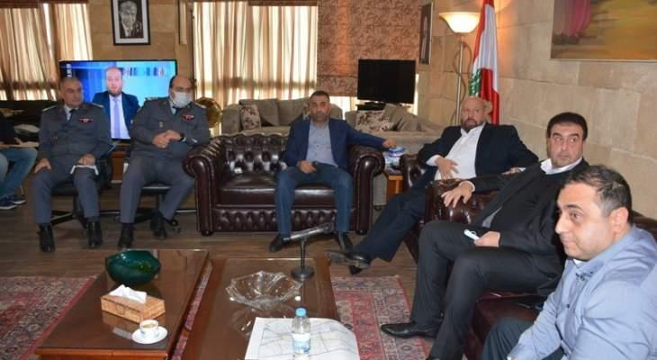 نهرا ترأس اجتماعا لمعالجة أزمة السير الخانقة عند مدخل طرابلس الشمالي