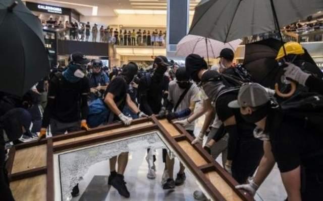 صدامات في هونغ كونغ بين المتظاهرين وشرطة مكافحة الشغب
