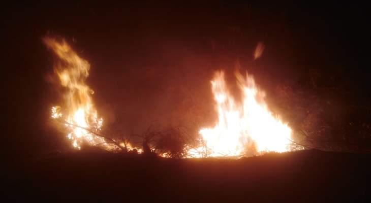 النشرة: إخماد حريق أتى على مساحة من الأعشاب اليابسة في السلامية بحاصبيا