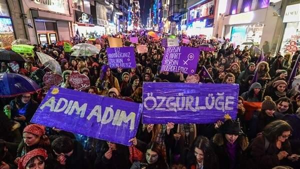 مظاهرة نسائية حاشدة في إسطنبول تطالب بالحرية