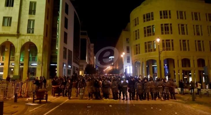 مواجهات بين القوى الأمنية ومواطنين يحاولون الدخول إلى ساحة الشهداء