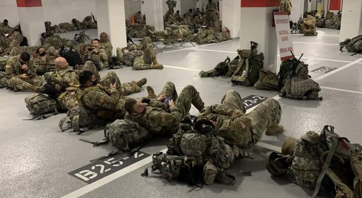 استياء بعد قرار بنقل جنود الحرس الوطني ليناموا في موقف للسيارات في واشنطن