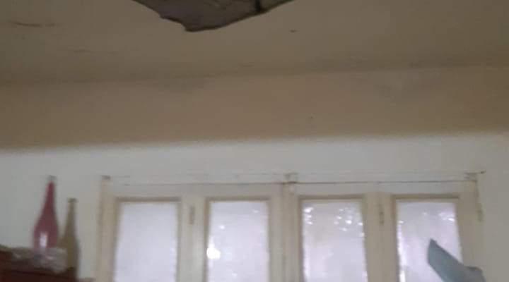 النشرة: إصابة مواطن جراء انهيار جزء من سقف منزله في تعمير عين الحلوة