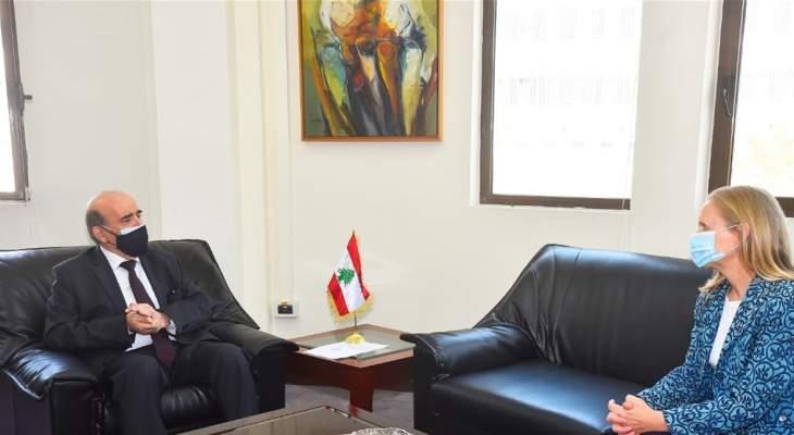 وهبة عرض مع سفيرة كندا في لبنان العلاقات الثنائية بين البلدين