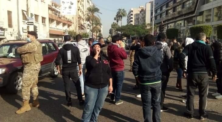 النشرة: مجموعة من حراك صيدا نظمت وقفة إحتجاجا على الاوضاع المتردية