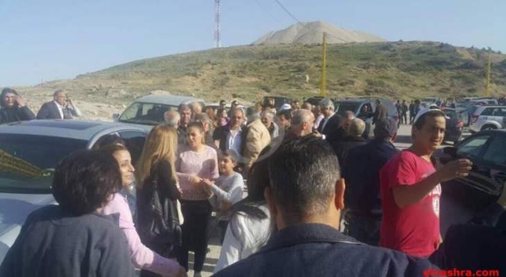 زحمة سير خانقة على طريق ضهر البيدر وإشكالات مع عدد من المعتصمين