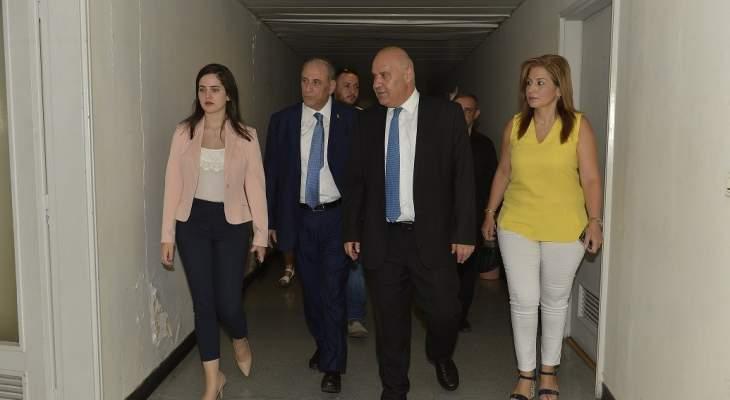 وزير الاعلام جال في أقسام الوزارة واطلع على الحاجات