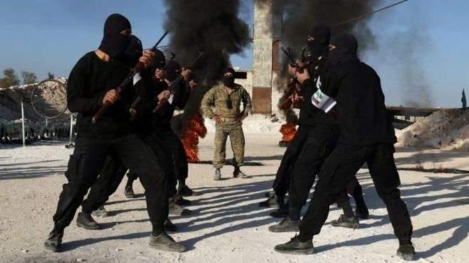 نقل 160 عنصرا مواليا لداعش من غرب حماة إلى شرق الفرات
