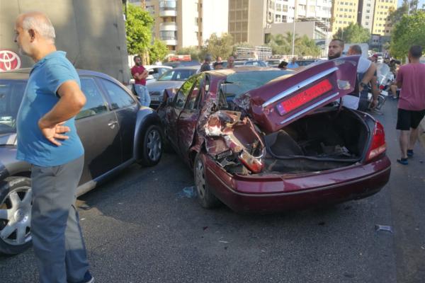 """حادث سير في منطقة الأونيسكو أمام محطة """"فينيسيا"""" للمحروقات"""