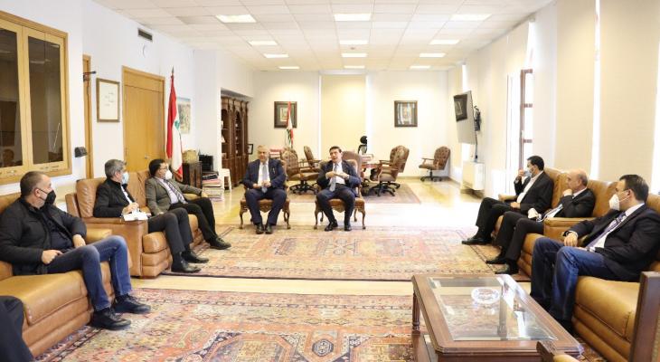 المحافظ عبود التقى وزير الاشغال و وفداً من الصليب الأحمر اللبناني