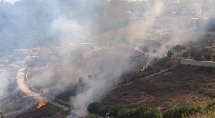 حريق كبير بين بلدات ديرنطار وحاريص وتبنين في الجنوب