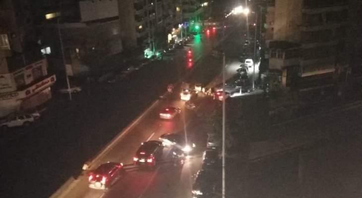 النشرة: قطع طريق جسر سليم سلام بالإتجاهين احتجاجا على قطع الكهرباء