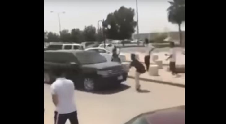 سيارة في السعودية تدهس شابًّا وتهرب ورفاقه يطاردونها