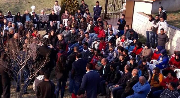 مجموعة من حراك حلبا اقفلت دوائر رسمية في المدينة