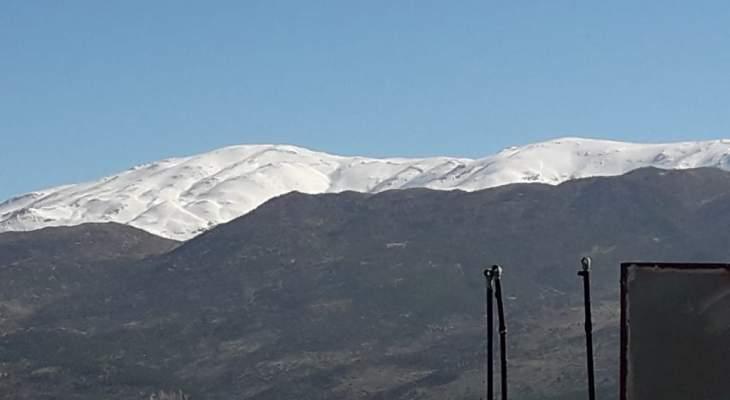 النشرة: الثلوج تساقطت ليلا على مرتفعات جبل الشيخ