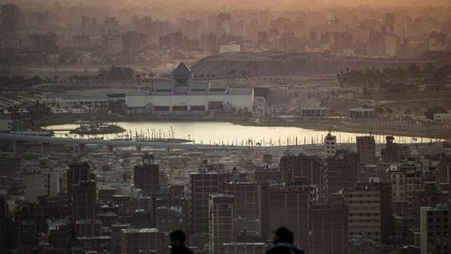 العثور على جثة رضيع خنقته أمه ورمته في القمامة في محافظة الجيزة المصرية