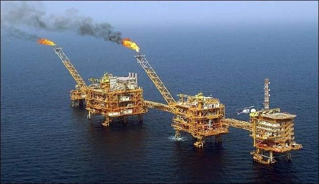 التايمز: رجل اعمال سوري يخضع للعقوبات يبيع النفط الايراني إلى سوريا عن طريق شركة لبنانية