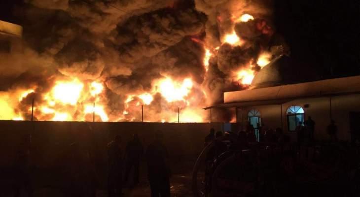 حريق في مستودع للزيوت في المكلس والدفاع المدني يعمل على اخماده