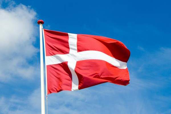 سلطات الدنمارك: التوقف نهائيا عن إعطاء لقاح أسترازينيكا المضاد لكورونا