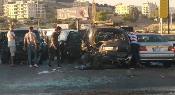 التحكم المروري: 6 جرحى في حادث سير بين 7 مركبات على أوتوستراد السعديات