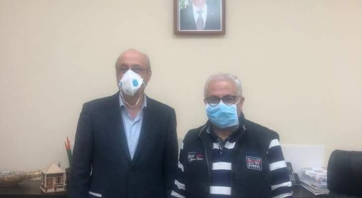 ابو شرف زار مستشفى البوار الحكومي: التلاعب باسعار المعدات الطبية تعيق تجهيزه
